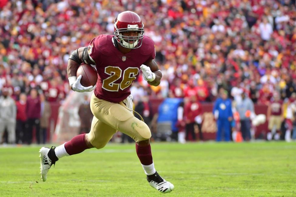 Redskins Adrian Peterson aiming for 2000 yard season at 34