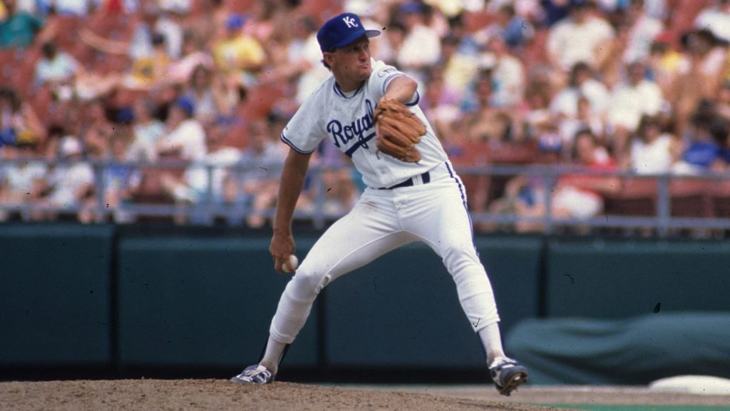 Bret Saberhagen pitching in a game.