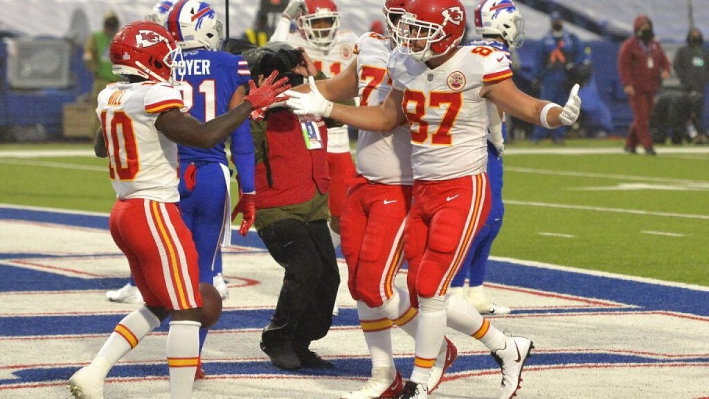 Travis Kelce celebrating.