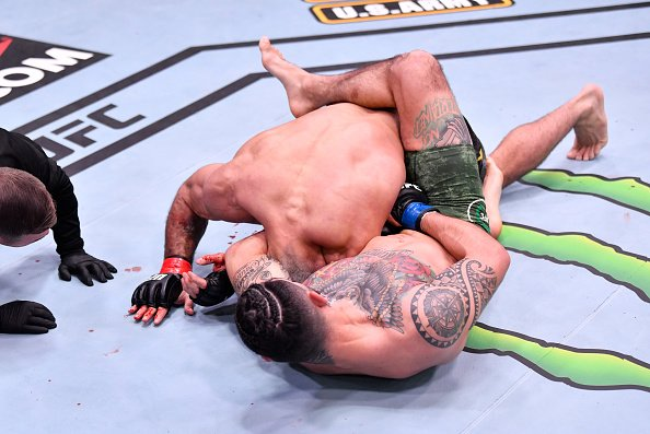 Hernandez sinking in the guillotine choke on Vieira. UFC 258 Medical suspensions