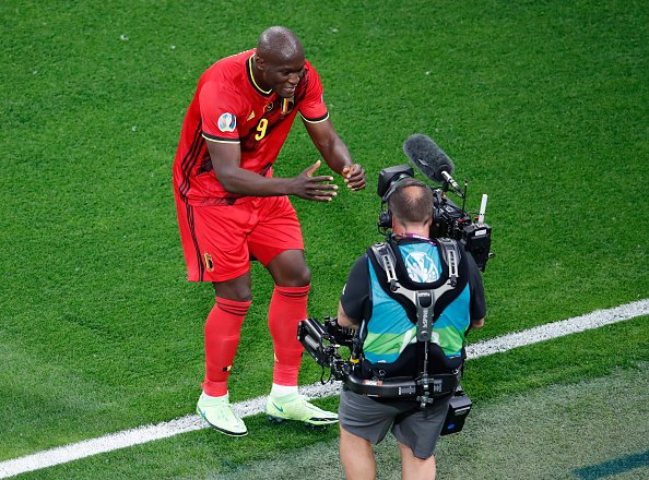Romelu Lukaku sending a message to his team mate Eriksen in front of the camera in the match between Belgium and Russia.